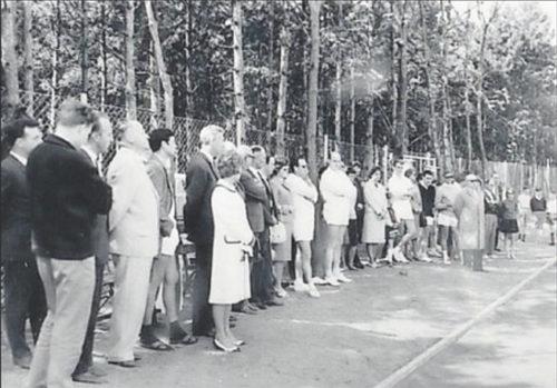 Großer Tag und großes Publikum: Am 27. April 1963 wurde die Tennisanlage im Stadtpark eingeweiht.