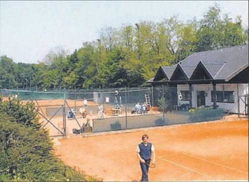 Schmuckstück: Die Anlage 1982 nach dem Umbau des Clubhauses. Im Vordergrund ist Peter Mayer zu sehen.