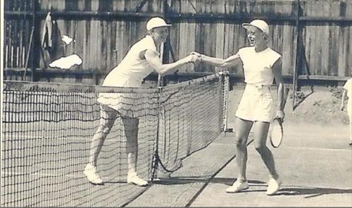 Else Ruppert (links) und Marianne Saul nach einer Partie in den 50er Jahren.