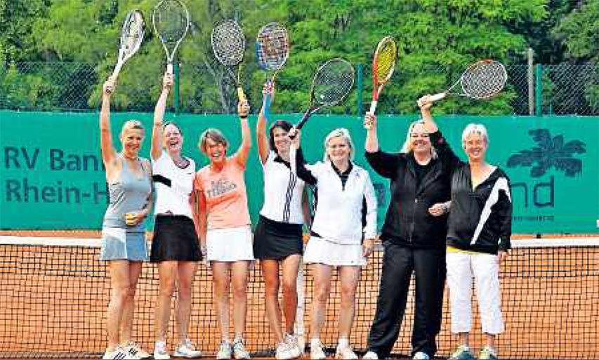Strahlende Pfalzmeister: Sonja Lehnert, Marei Fetzer, Cathrine Mattinger, Evelyn Drogosch, SabineWenger, Sabine Clemenz, Sabine Keßler-Eisele (von links). FOTO:MBR