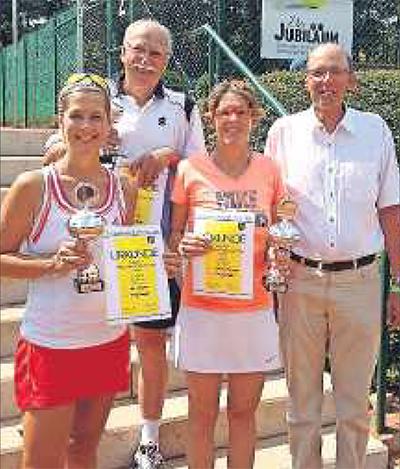 #winning: Karin Bachtler, Peter Farago, Cathrine Mattinger, der Vorsitzende Lutz von Haaren (von links; es fehlt: Gernot Jacob). FOTO:MBR